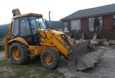 Execut lucrări cu buldoexcavatorul