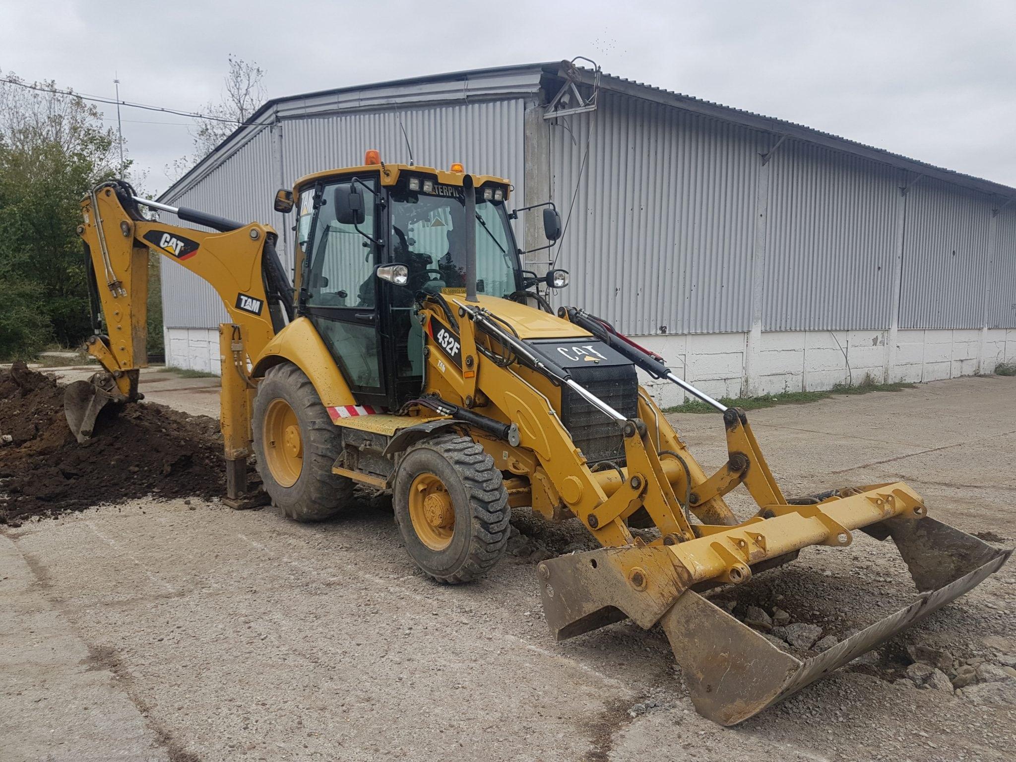 Vand si inchiriez buldoexcavator, buldozer, cilindru compactor, excavatoare mici si mari. Orice utilaj.