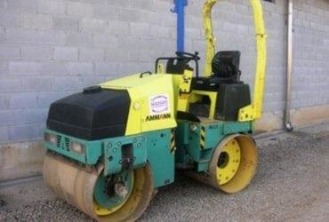 Inchiriez buldoexcavator cat, miniexcavator cat, cilindru compactor 3,5 t