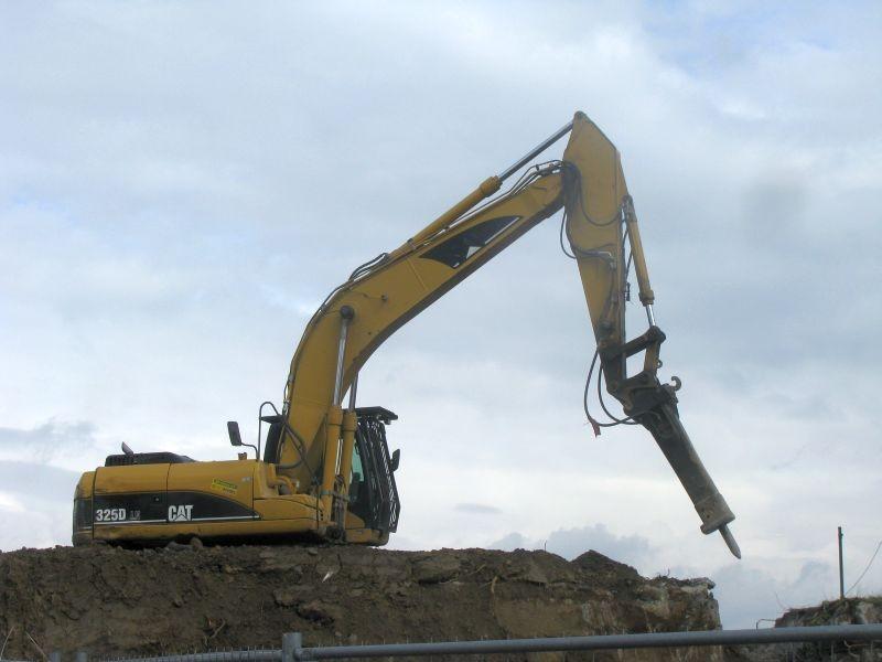 Inchiriem excavatoare pe senile cu picon,cupa si foarfeca de demolare