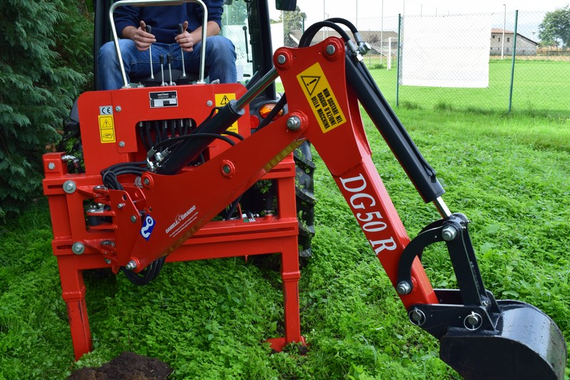 Brat excavator pentru tractor (mini excavator)